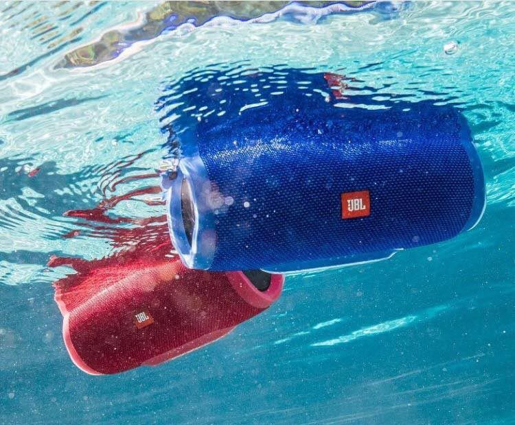 jbl-charge-3-underwater